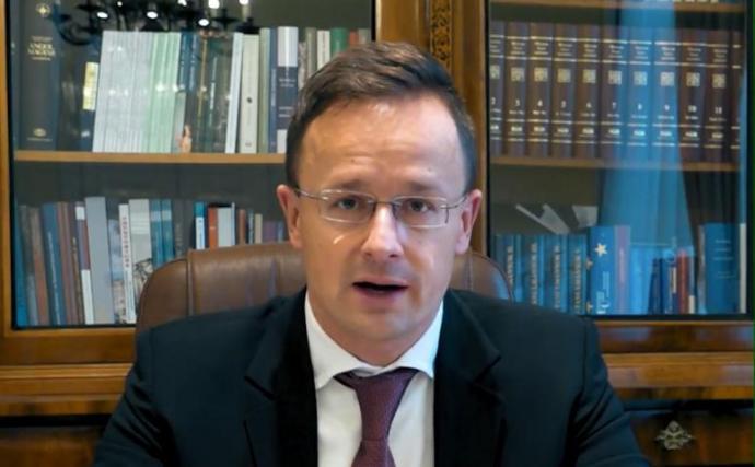Szijjártó: az igazságügyi biztos fejezze be a magyarok és a lengyelek sértegetését!