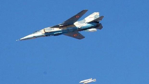 A Szíriai Légierő török menetoszlopot bombázott le Dél-Idleb területén (videók)