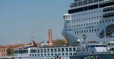 Egy luxushajó és egy turistahajó ütközött Velencében (videó)