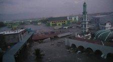 VIDEÓ: Cunami csapott le Indonézia partjaira, többen meghaltak