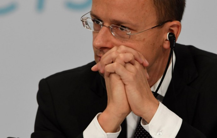 Szijjártó Péter brutális magyarországi adóemeléstől retteg