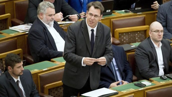 Három parlamenti képviselő elveszíti mandátumát