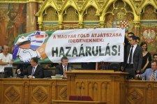 Hadjárat a magyar föld megvédéséért! – Morvai Krisztina és Gaudi-Nagy Tamás felhívása