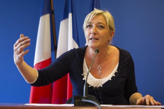 """Le Pen: """"Az EU halott, ha engem választanak meg 2017-ben, hat hónappal később népszavazás lesz a kilépésről"""""""