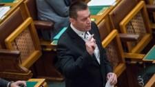 Sneider Tamás kilép a Jobbik-frakcióból