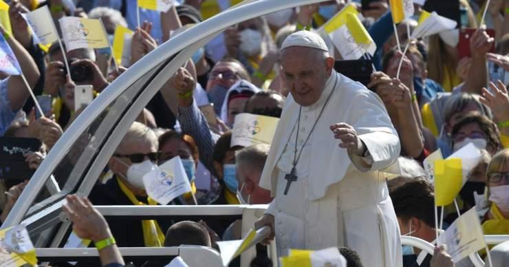Ferenc pápa Sasvárra érkezett
