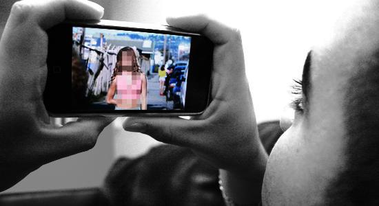 A szexuális aktus képeivel zsarolta a nőt