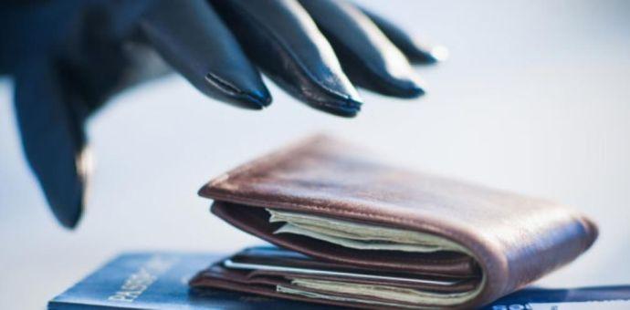 Tel-Avivba tartó tanár lopta el a poggyászellenőr pénztárcáját Budapesten