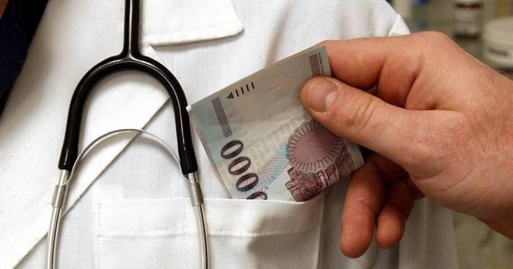 Tájékoztató kisokost készített a hálapénzről a Magyar Orvosi Kamara, minden kérdést megválaszolnak
