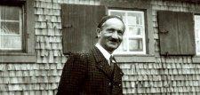 Felmérhetetlen hatással volt a filozófiára a nácikkal különös viszonyt ápoló Martin Heidegger