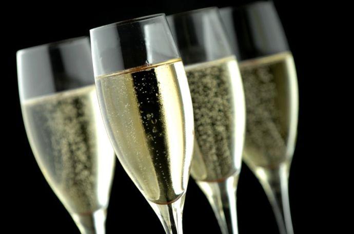 Vérlázító: csak a magyar pezsgővásárlókat verik át, de nagyon