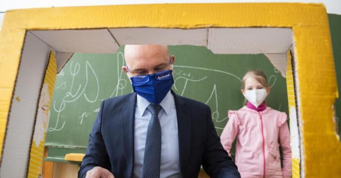 Jönnek a gargalizálós tesztek – ígéri a miniszter