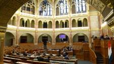 Sűrű programmal zárja az évet a parlament