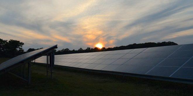 Megoldották, hogy éjszaka is termeljenek a napelemek