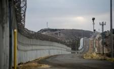 Ha nem kap pénzt a falra, teljesen lezárathatja a mexikói határt Trump