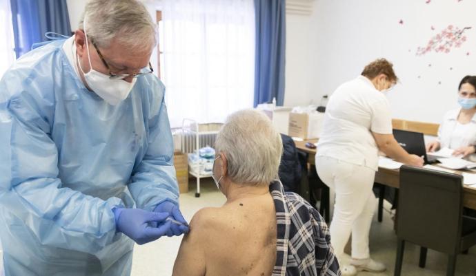 Eddig 890 ezer ember oltásához elég vakcina érkezett Magyarországra