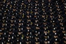 Rendőrtemetés New Yorkban: több ezer egyenruhás fordított hátat a polgármester beszéde alatt