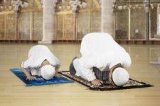 """""""Ha nem tudod, hogyan kell imádni Allahot, megbüntetünk"""" – a német diákoknál tananyag a helyes imádkozás"""