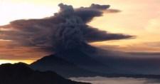 Vörös riasztást adtak ki azAgung vulkán kitörése miatt