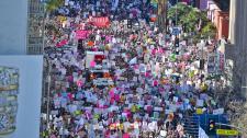 """Idén is nők százezrei vonultak utcára Trump ellen – demokraták és zsidó """"sztárok"""" aktív közreműködésével"""