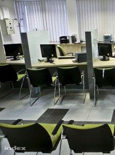 Bilincsben vitték el a központi okmányiroda több munkatársát