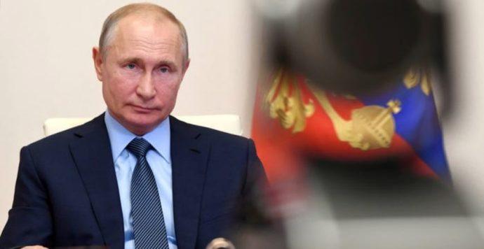 Putyin kitilthatja a Facebookot, a Twittert és a YouTube-ot Oroszországból