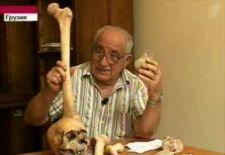A hírlapszerkesztő igazolja a Grúziában talált óriás csontokat