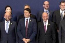 Tucatnyi hivatalos képen szerepel Orbán az EU-csúcson