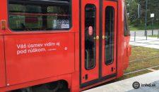 Vicces üzenetek tarkítják a pozsonyi villamosok oldalát