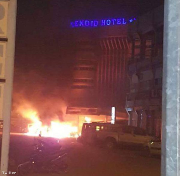 Fegyveresek támadtak meg egy luxusszállót