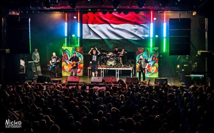 Ingyenes Romantikus Erőszak-koncert lesz a nemzetiek zászlóbontó rendezvényén