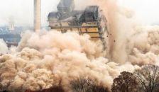 Tízezrek szeme láttára robbant fel a toronyház