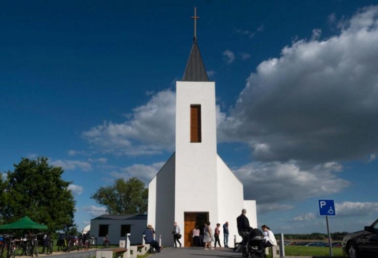 Felszentelték Pusztaszer új templomát