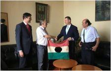 '56-os zászlót vett át a Jobbik Országos elnöksége…