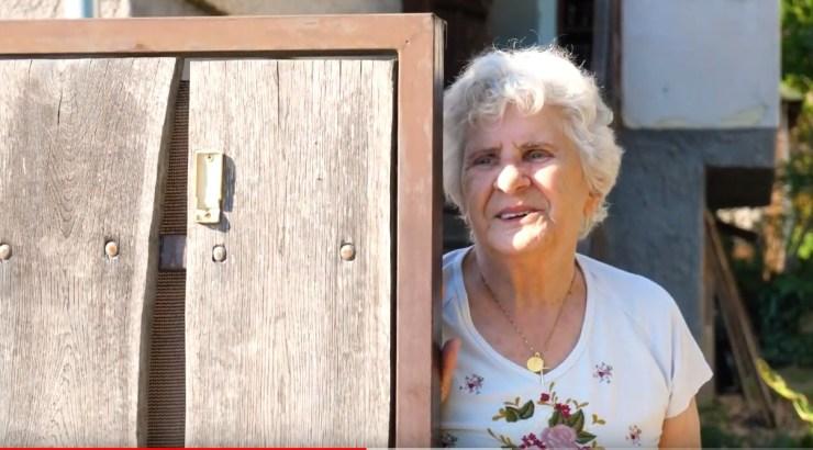 Csepel teherautóról, szerenáddal köszöntötték a 84 éves Wittner Máriát + VIDEÓ