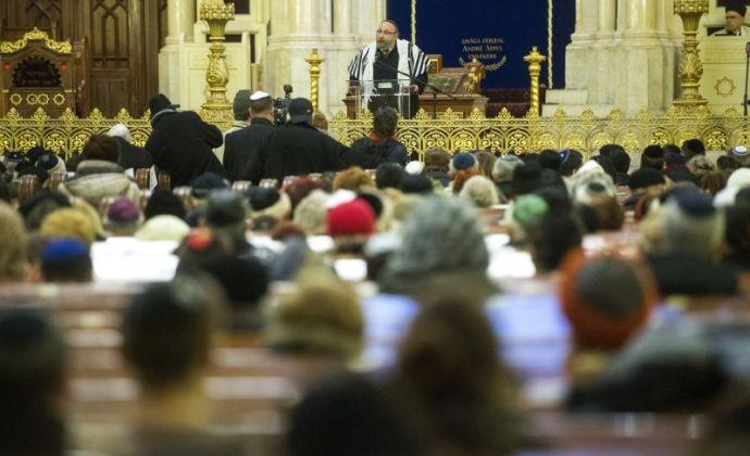Nyugodt hangulatú megbeszélésen közölték a zsidók a kormánnyal, miként kell átírnia a Nemzeti alaptantervet az ő szájízük szerint