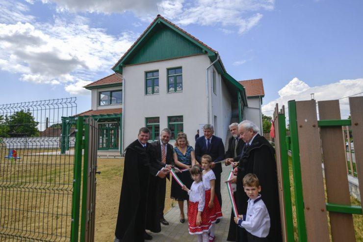 A magyar állam támogatásával felépített óvodát adtak át Székelyhídon és Nagyváradon