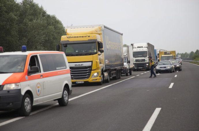 M7: megnyitották a leállósávot a borzalmas baleset után