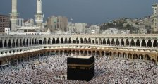 Lefejeztek, keresztre feszítettek és közszemlére tettek egy férfit Mekkában