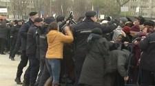 Dulakodás tört ki a csendõrök és a Nemzet Megváltása katedrális felszentelésére érkezett hívek között
