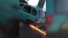 Ennek az autósnak tényleg nincs ki mind a négy kereke – videó