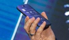 Bemutatták a YotaPhone orosz okostelefon második modelljét