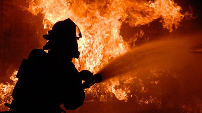 Lángolt egy üzem Jászberényben