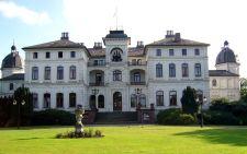 Migránsok menedékhelyévé vált Salzau híres kastélya Schleswig-Holstein tartományban – eddig komolyzenei fesztiválokat rendeztek itt