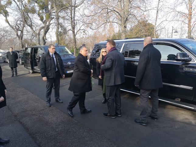Eltemették Andy Vajnát. Orbán Viktor Arnold Schwarzeneggerrel érkezett a temetésére