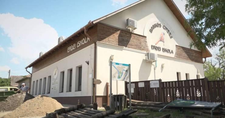 Milliárdos közbeszerzési csalás gyanújával nyomoznak a fideszes honatya háza táján