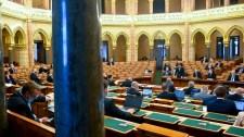 Szigorú szankciókról szavaz a parlament