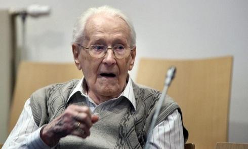 Nem ért egyet a váddal a Németországban bíróság elé állított auschwitzi lágerőr