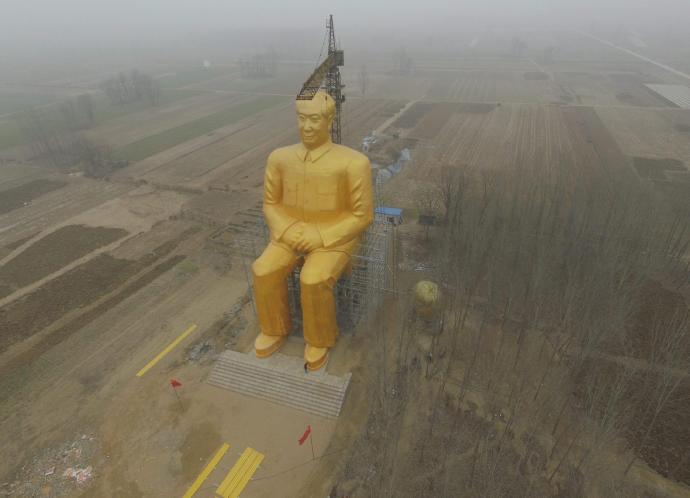 Máris szétverték a gigantikus Mao-szobrot