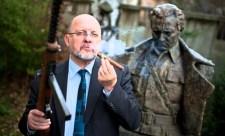 Magyargyűlölő kommunista besúgóval ünnepel október 23-án a Mi Hazánk